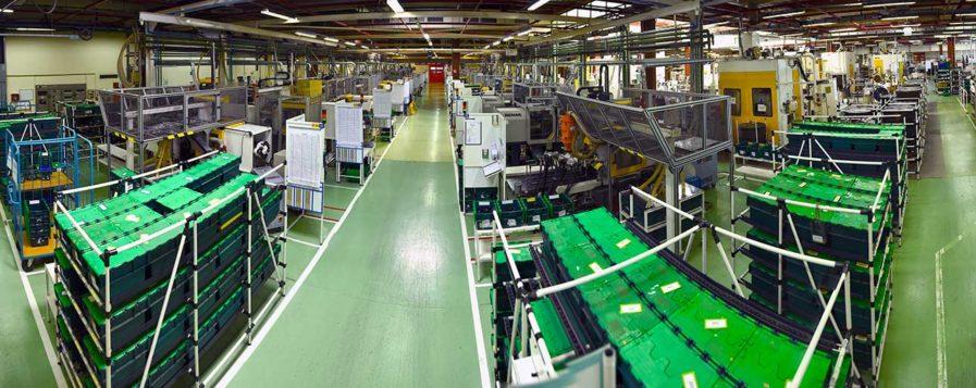 Vue panoramique du service injection plastique d'Amphénol FCi à Besançon